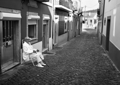 Hombre de blanco en Caminha. 2015